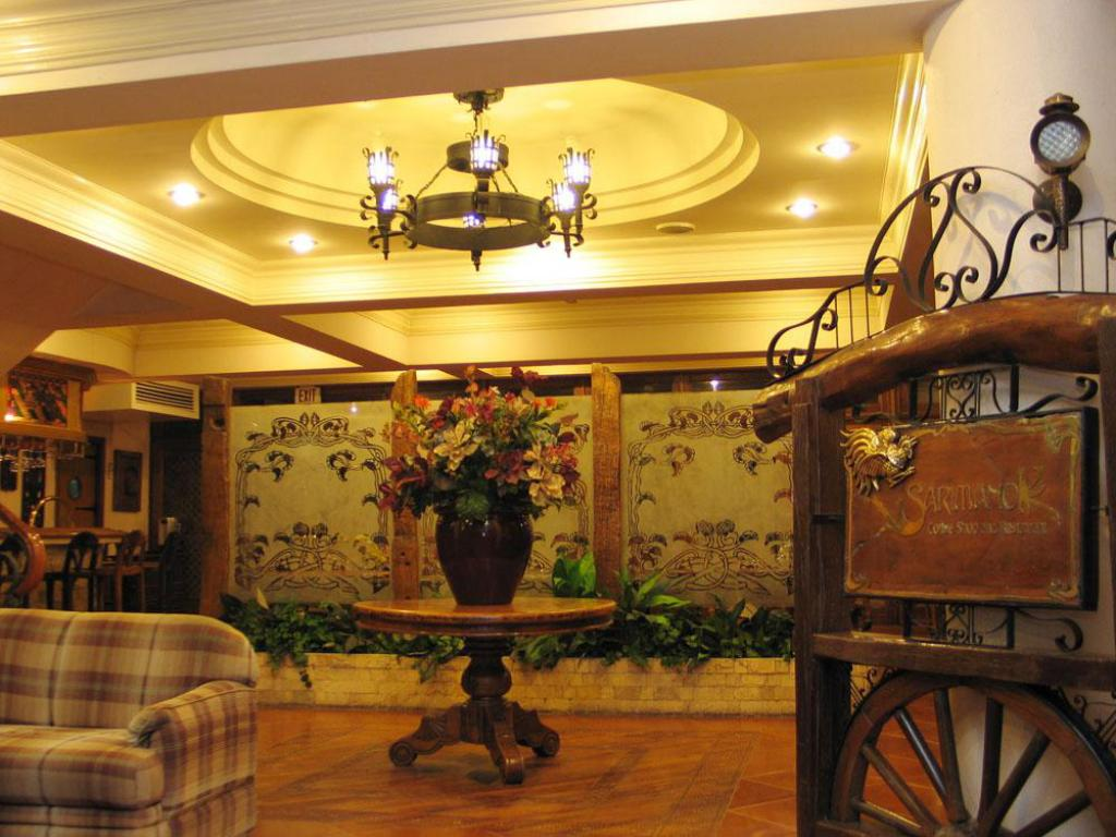 Lobby Crown Regency Residences Cebu Hotel