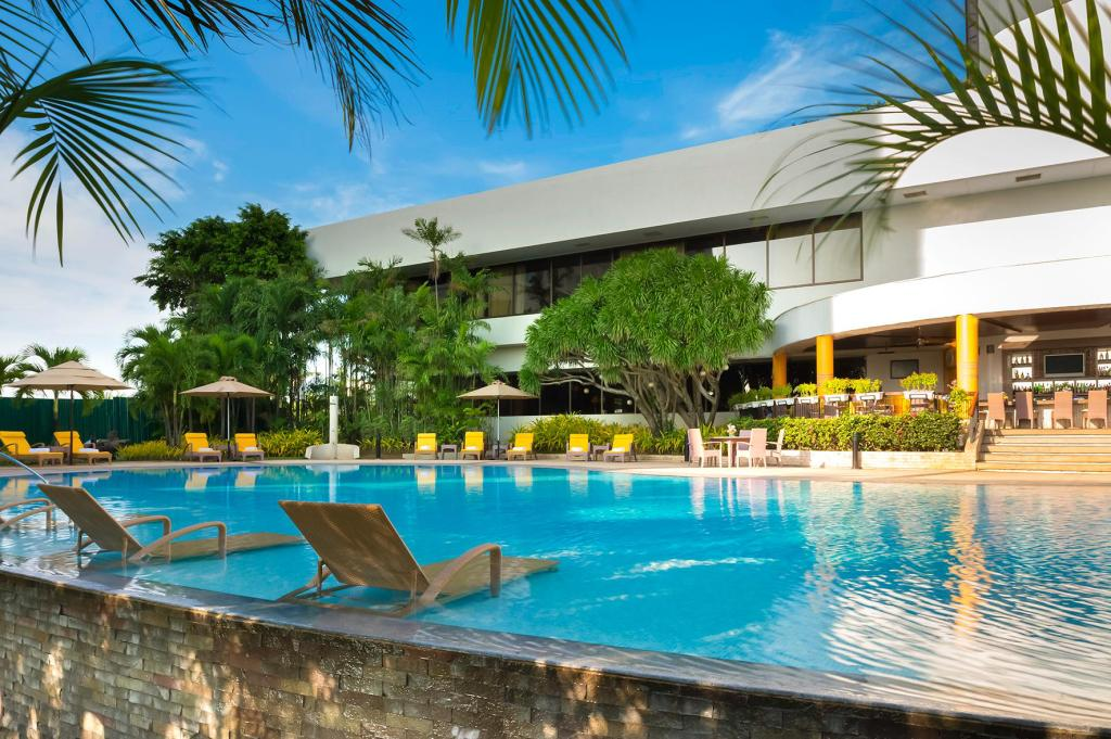 Swimming pool [outdoor] Marco Polo Plaza Cebu Hotel