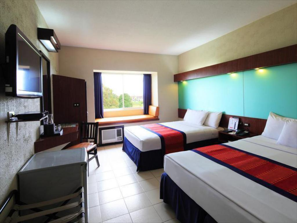 2 Queen Beds Room Microtel by Wyndham Eagle Ridge - Cavite