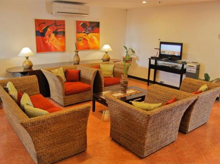 Viesnīcas interjers Microtel by Wyndham Eagle Ridge - Cavite