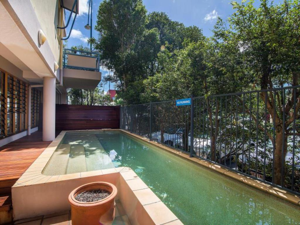 Swimming pool Byron Quarter Holiday Apartments