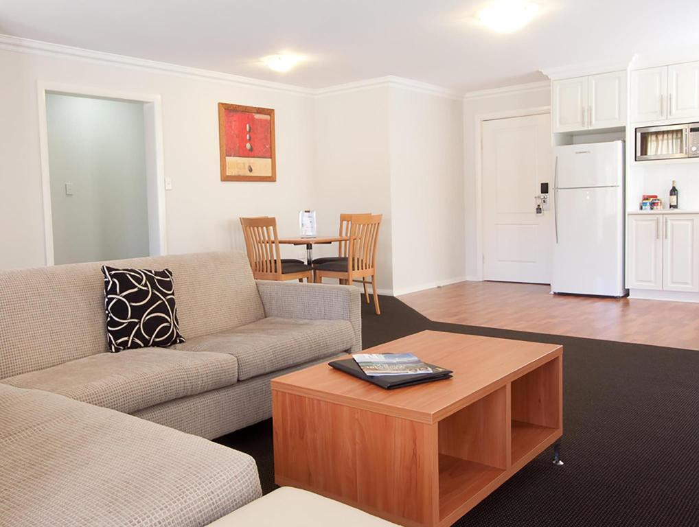 Lobby Best Western Plus Charles Sturt Suites and Apartments