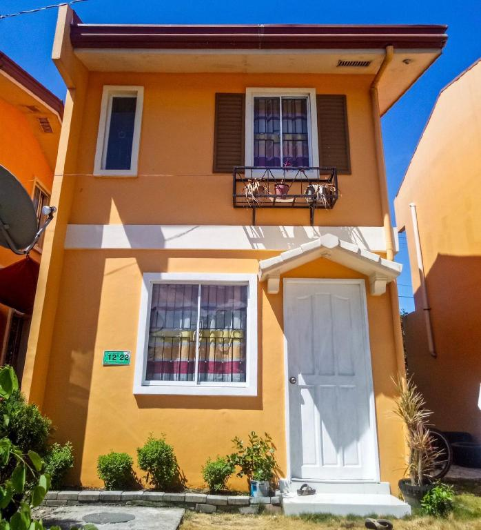 Hillview Apt w/ Pool Access - Free Wifi, Cable TV, Bohol