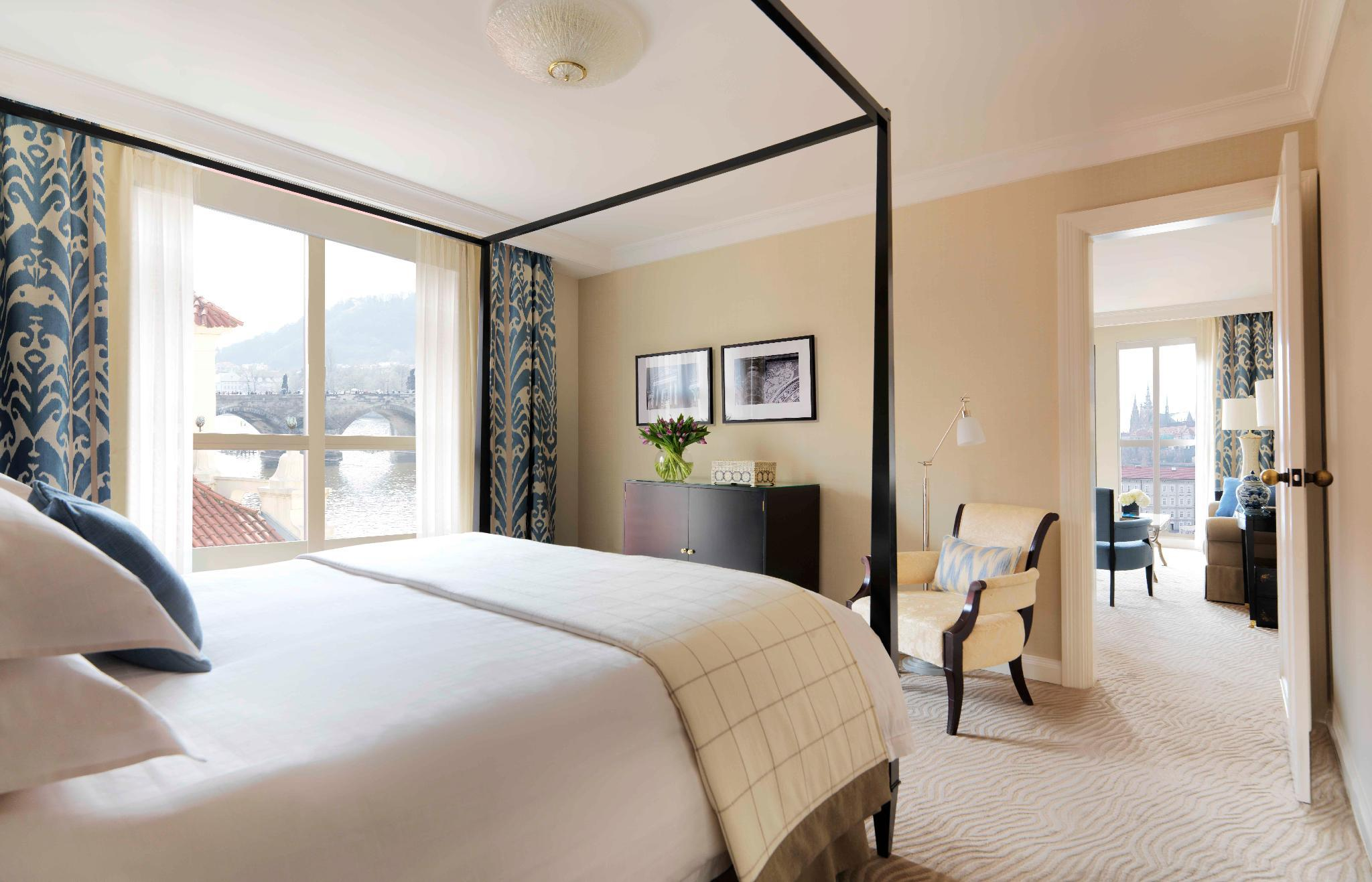 River Suite with King Bed