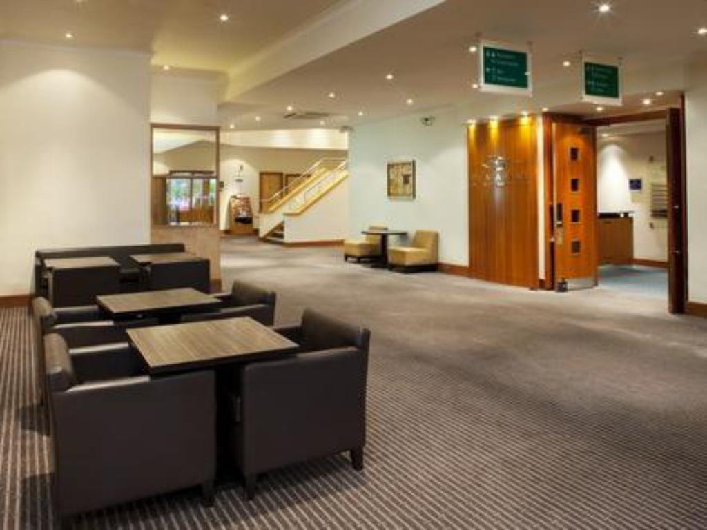 Lobby Holiday Inn Gloucester / Cheltenham