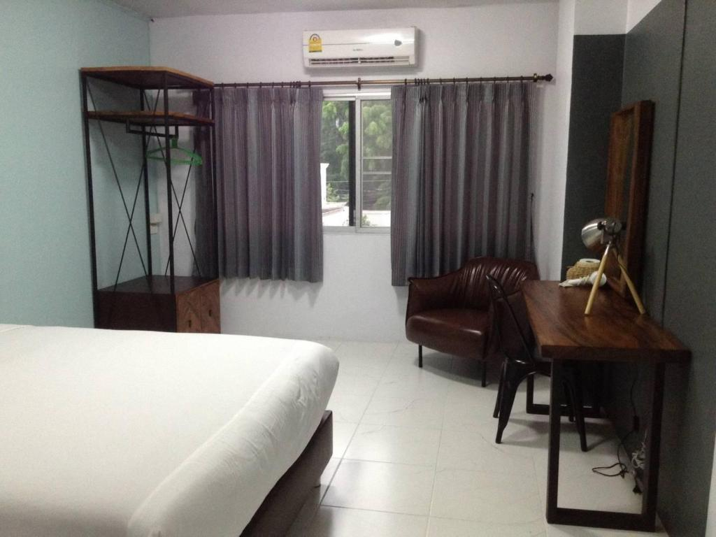 Nimman Expat Home: Room 3 (Double Bed*)