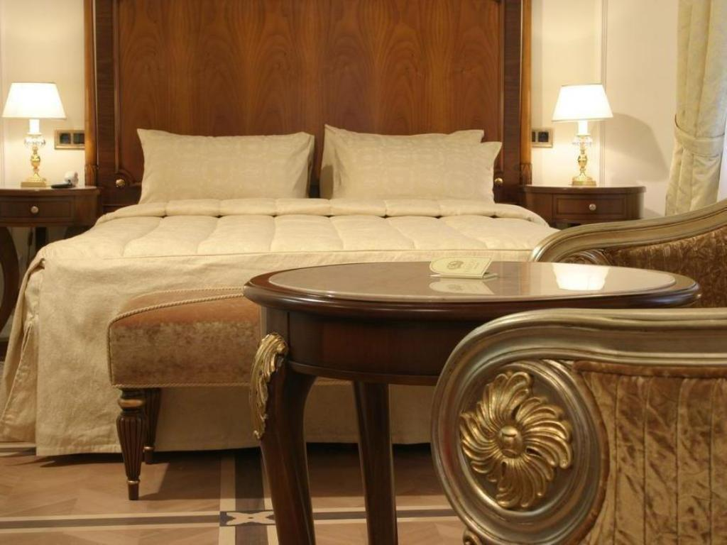 Classic Room Hotel Savoy Moscow