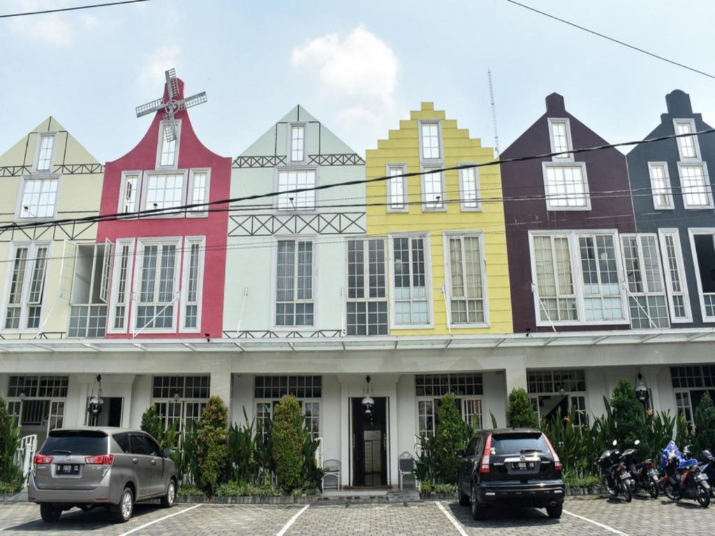 Reddoorz Plus Near Ciliwung Food Street Malang Hotel Deals Photos Reviews