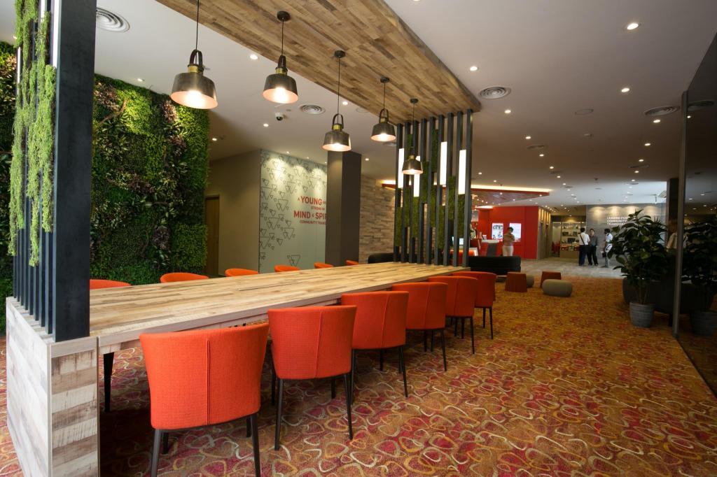 Metropolitan ymca singapore room deals photos reviews for Metropolitan exteriors inc reviews