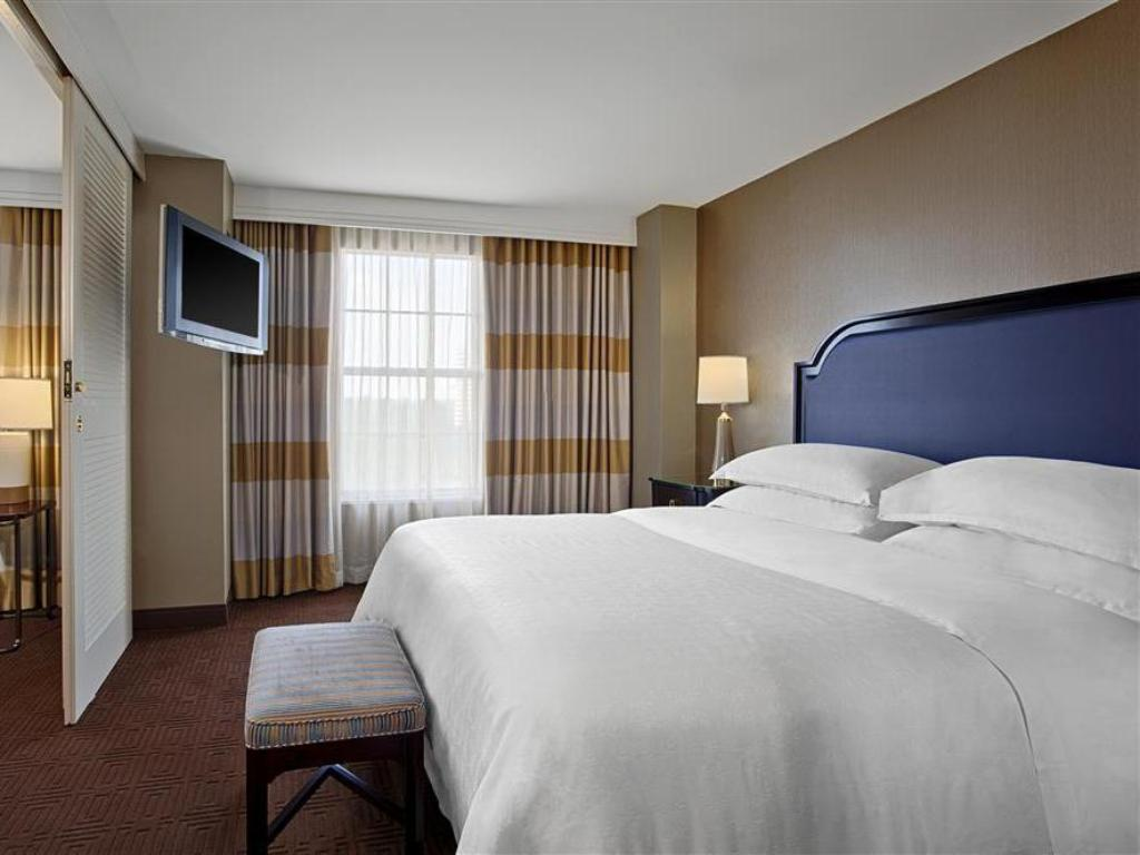 Номер King Sheraton Suites Galleria-Atlanta