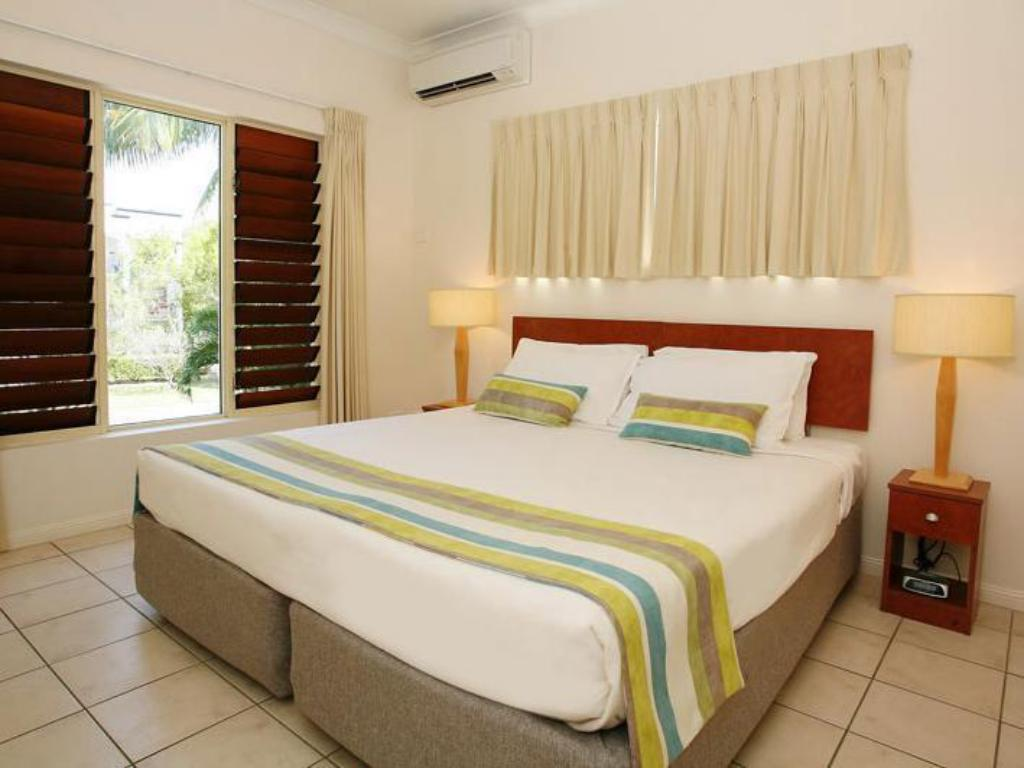 1 Bedroom Spa Apartment - Bed Central Plaza Port Douglas Apartments