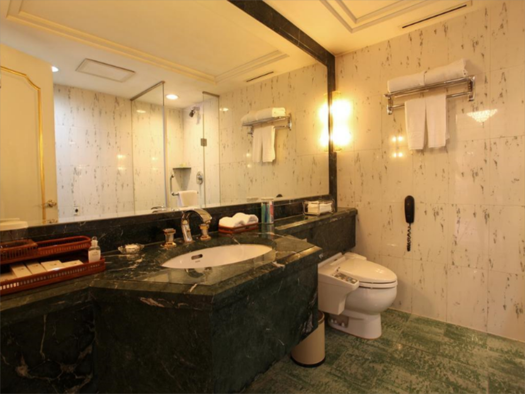 Bathroom Beijing New Grand Dynasty Hotel