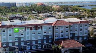 Holiday Inn Express & Suites St. Petersburg - Seminole Area