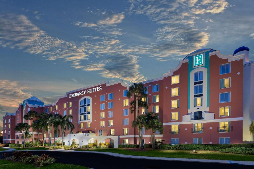 Best Price on Embassy Suites Orlando Lake Buena Vista Resort in Orlando (FL) + Reviews!