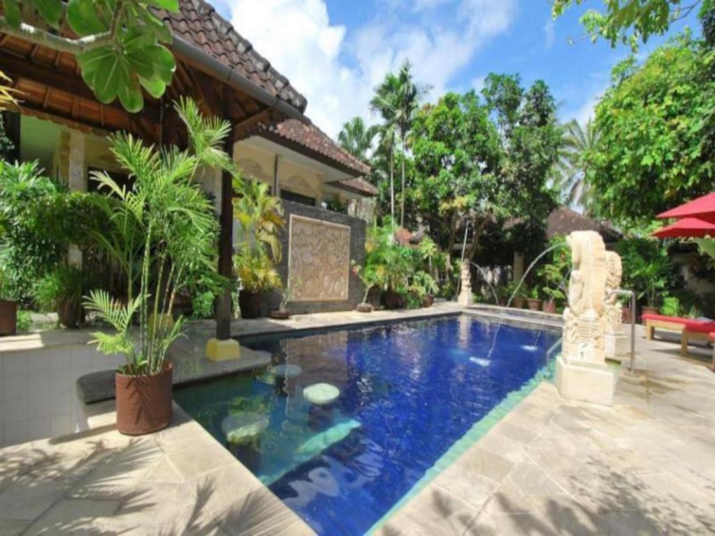 Best Price on Yulia Beach Inn Hotel in Bali + Reviews