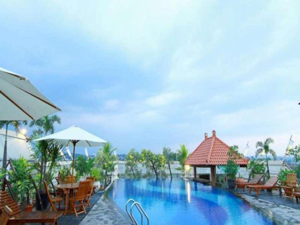 Pool Grand Arkenso Parkview Hotel Semarang