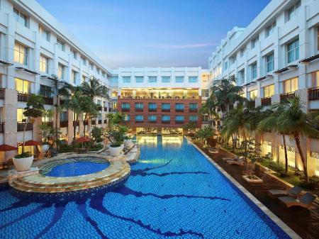 Swimming pool [outdoor] Novotel Mangga Dua Hotel