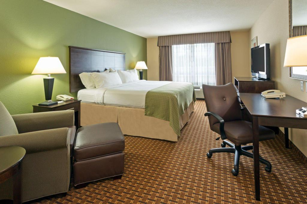 1 King Bed Leisure Non-Smoking Holiday Inn Daytona Beach LPGA Boulevard