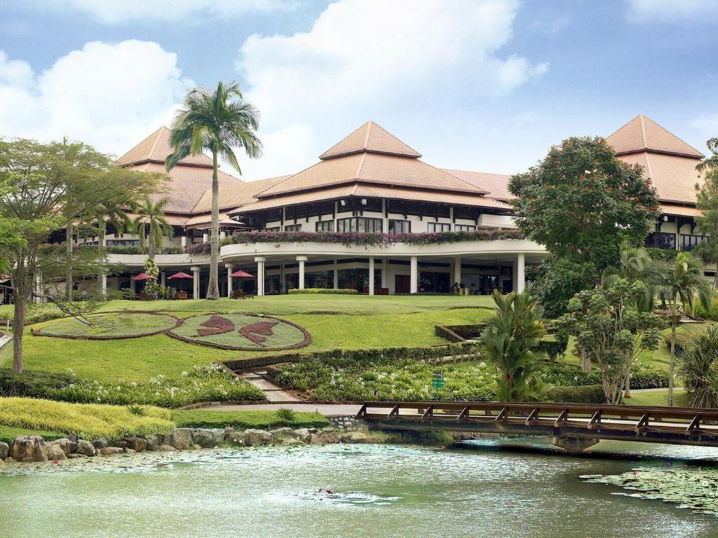 Le grandeur palm resort johor in johor bahru room deals for Home wallpaper johor bahru
