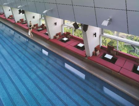 Swimming pool Traders Hotel by Shangri-La