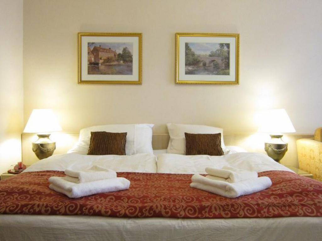 Double Room - Bed Hotel Mira