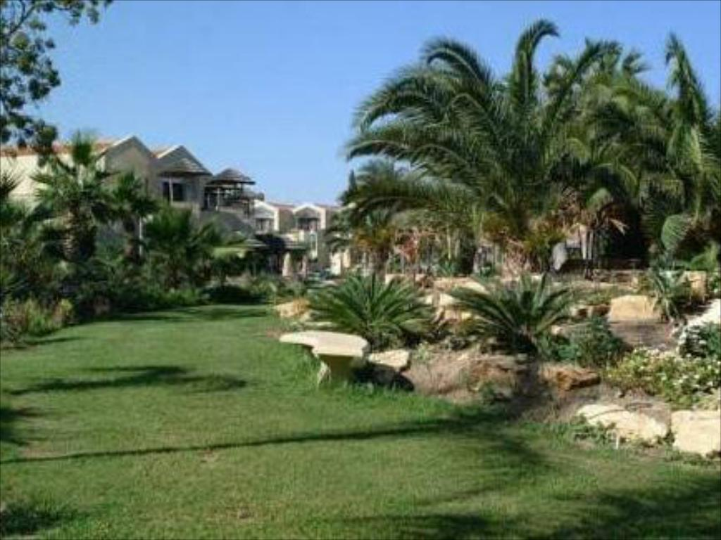 Best Price on Palm Beach Hotel & Bungalows in Larnaca + Reviews!