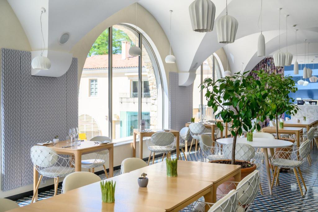 Le Couvent Des Minimes Hotel Spa In Forcalquier Room Deals