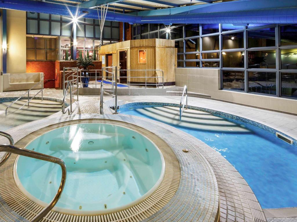 Best price on mercure chester abbots well hotel in chester - Hotels in chester with swimming pool ...