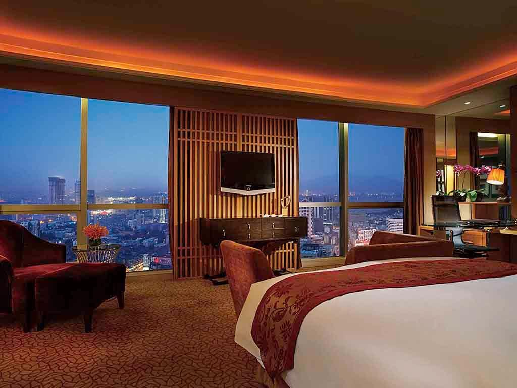 Делукс стая с куин легло на клубен етаж (Club Level Deluxe Room with 1 Queen Bed)