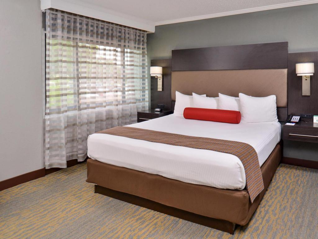 1 Double Bed Accessible NS - Gulta Best Western at OHare