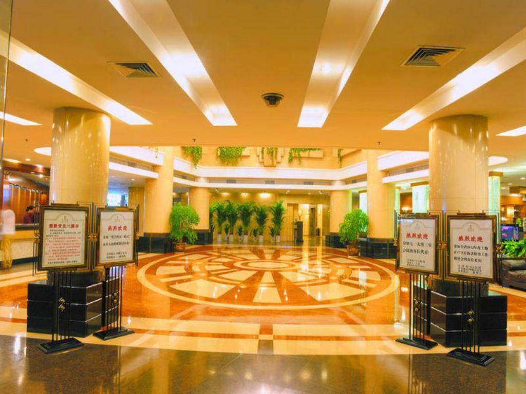 Lobi Wuhan Crown Hotel