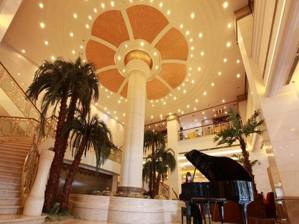 Lobby Golden River-View Hotel