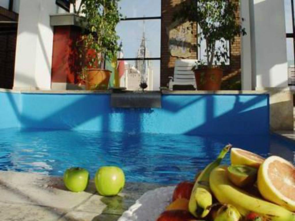 Swimming pool Reina Victoria Suites & Towers