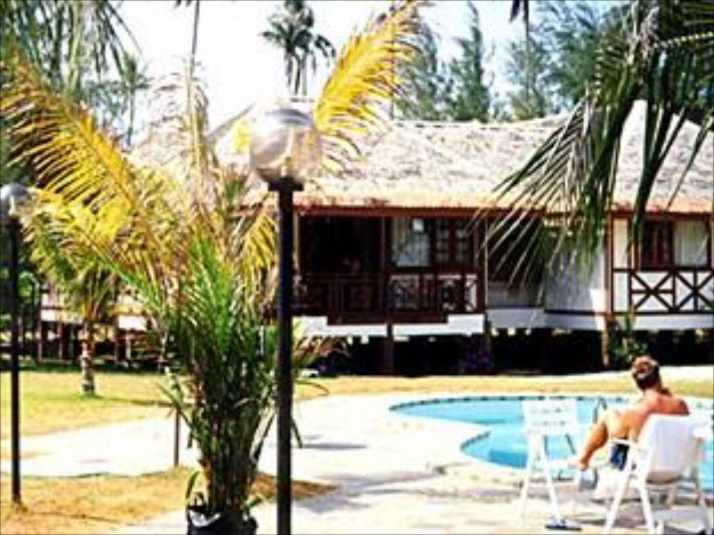 Bazén Duta Sands Beach Resort