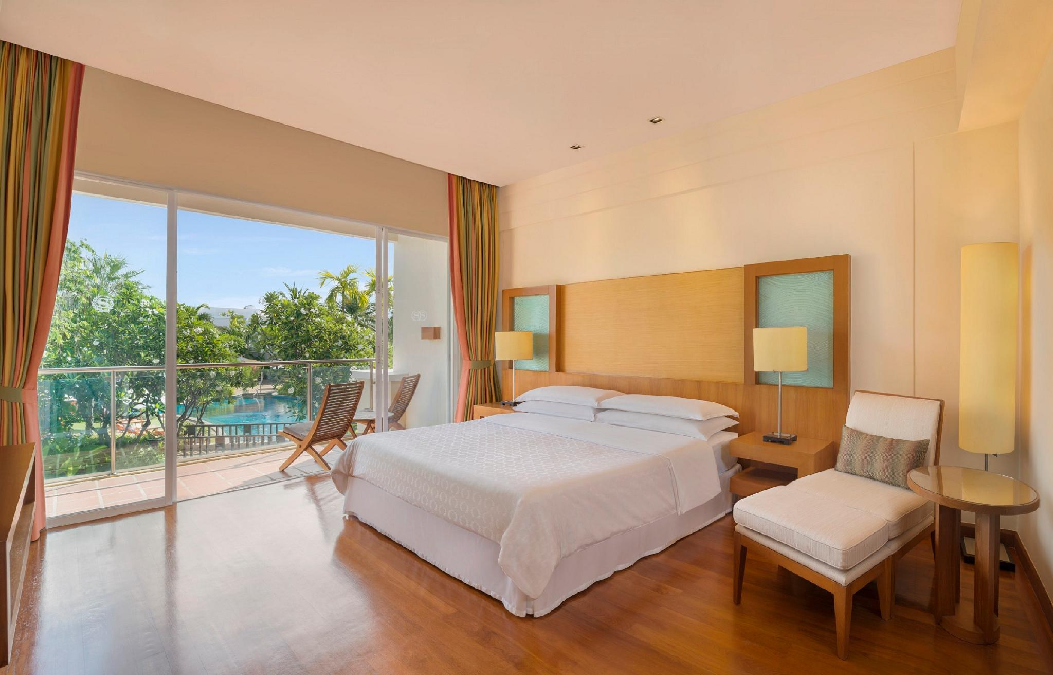 Lagoon Access Suite, 1 Bedroom Suite, 1 King, Poolside view