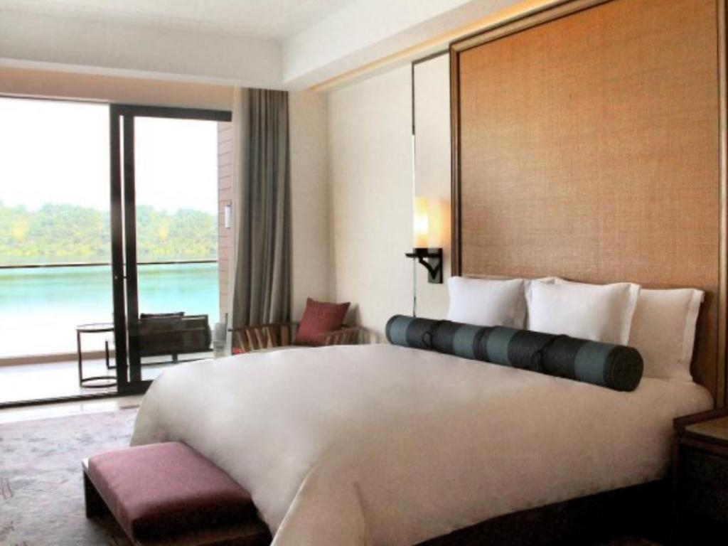 عادية كراون بلازا هوانجشان تايبينج لايك (Crowne Plaza Huangshan Taiping Lake)
