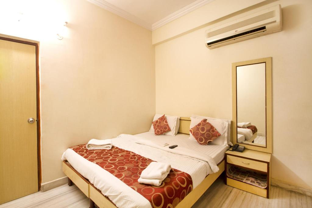 Executive Room - Bed Hotel R-Inn Residency
