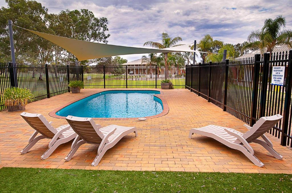 Swimming pool [outdoor] The Standpipe Golf Motor Inn