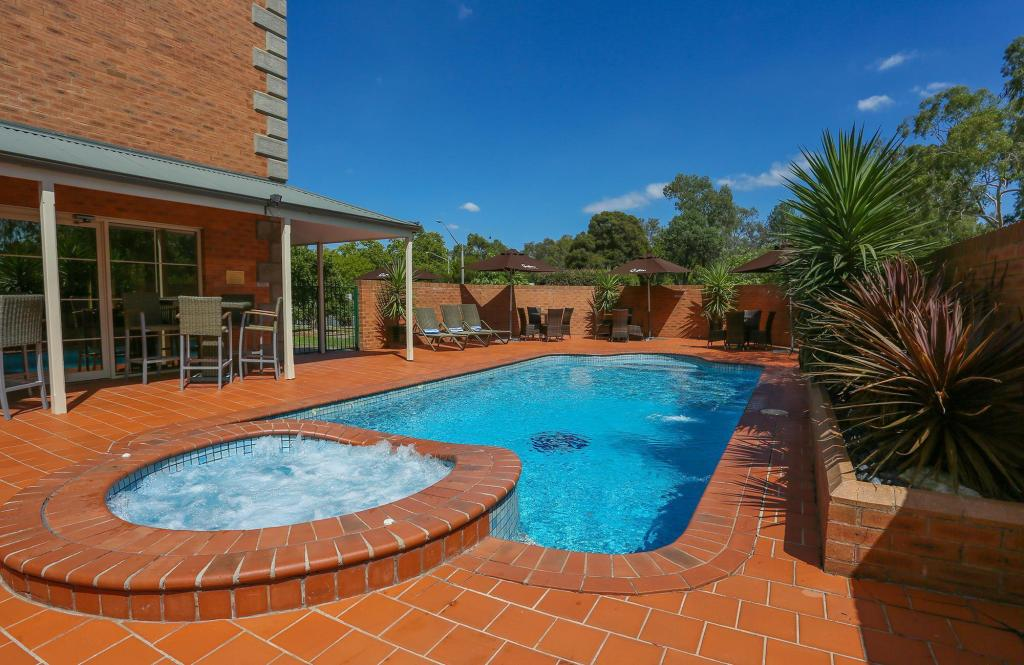 Swimming pool [outdoor] Best Western Plus Albury Hovell Tree