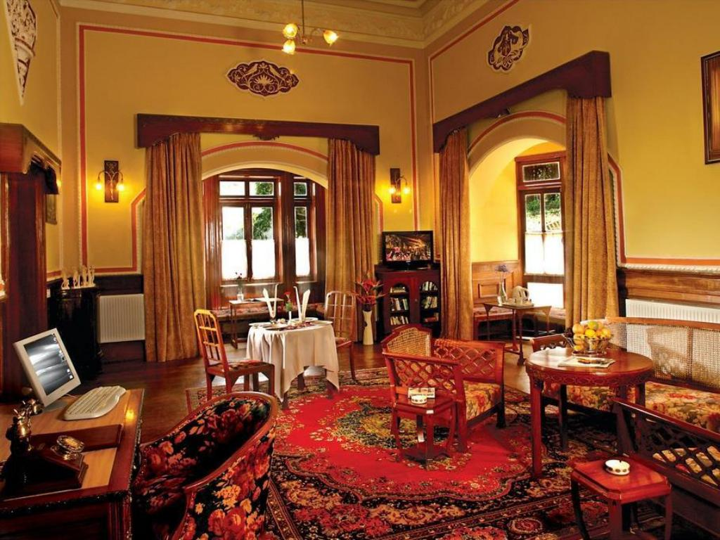 Interior view WelcomHeritage Ferrnhills RoyaalPalace