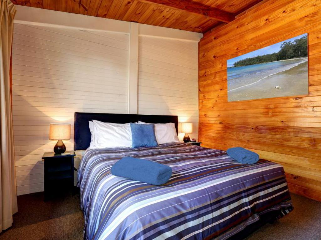 1 Bedroom Garden View - Bed Stewarts Bay Lodge
