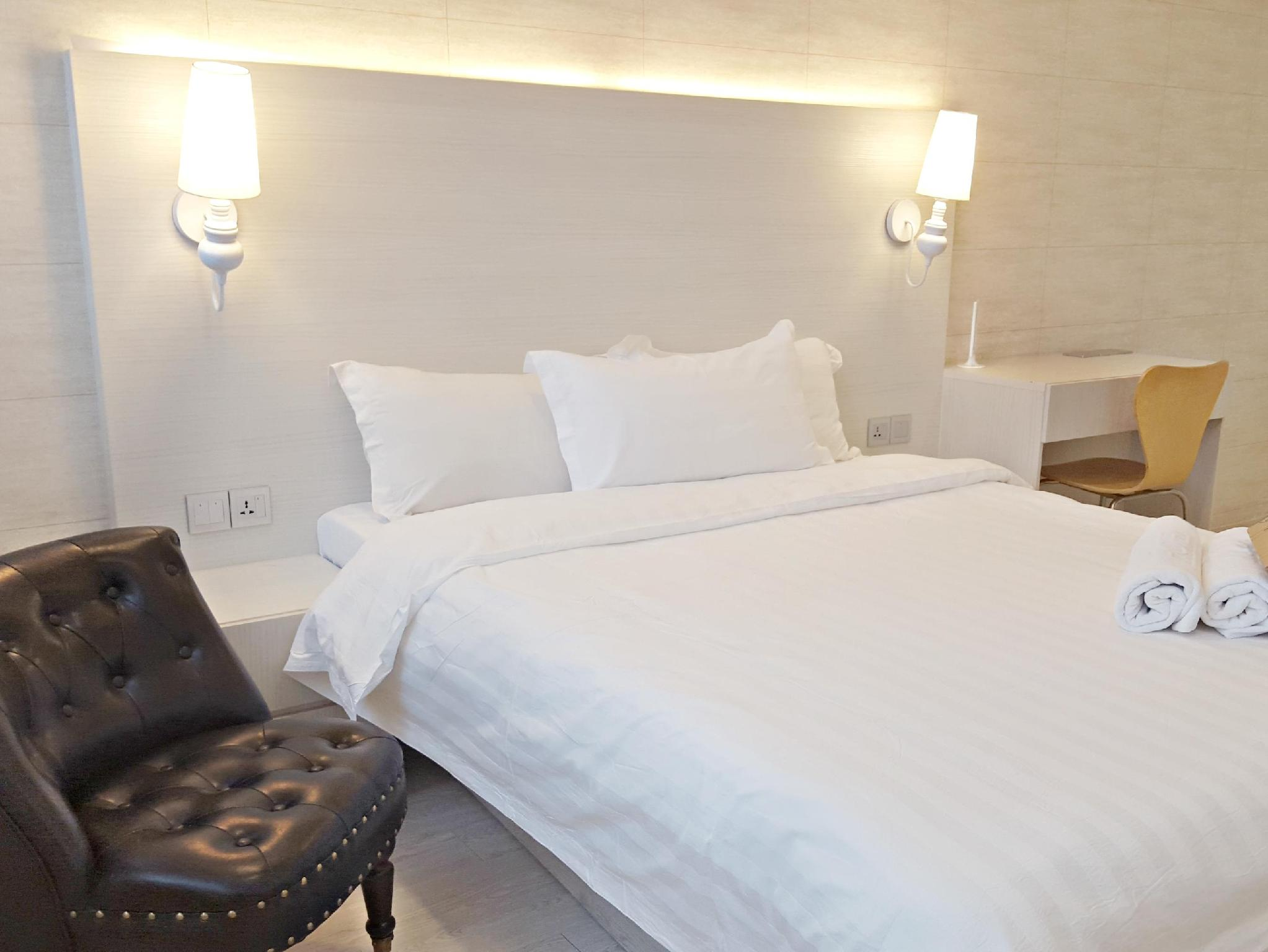 Deluxe Queen Room   Bed Creator Hotel