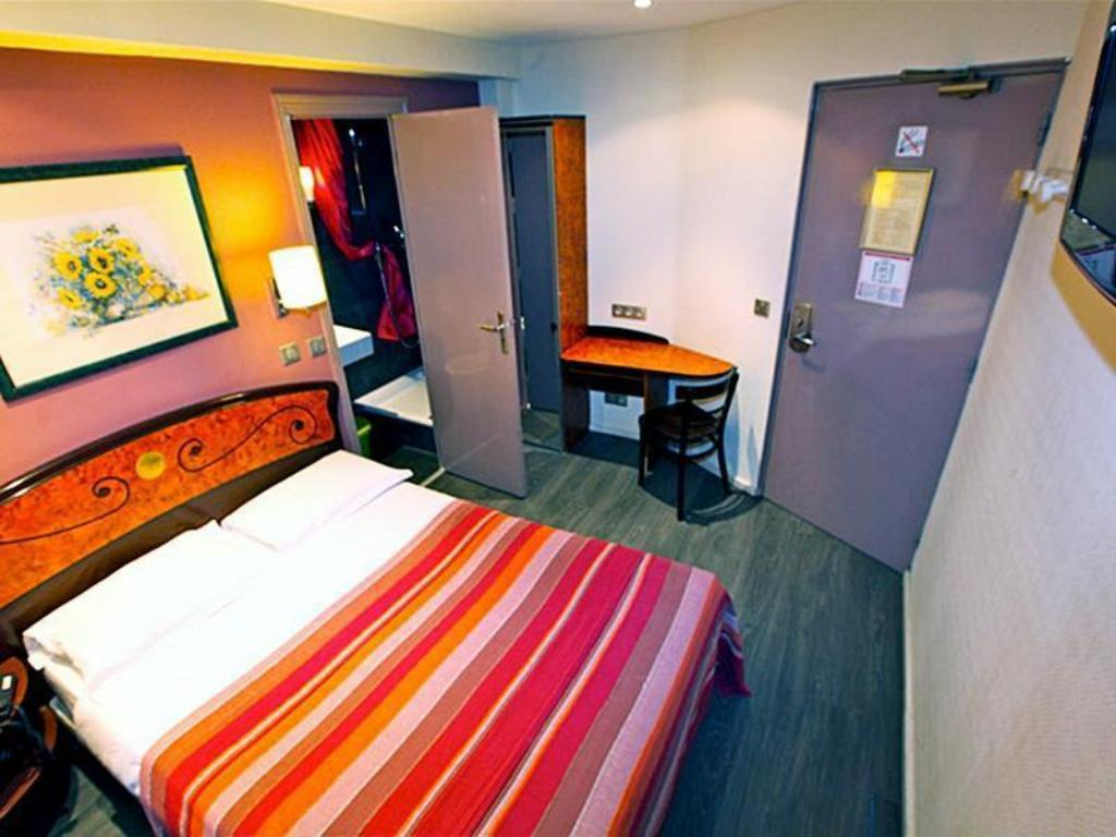 Double Deluxe Room Plug Inn Boutique Hostel