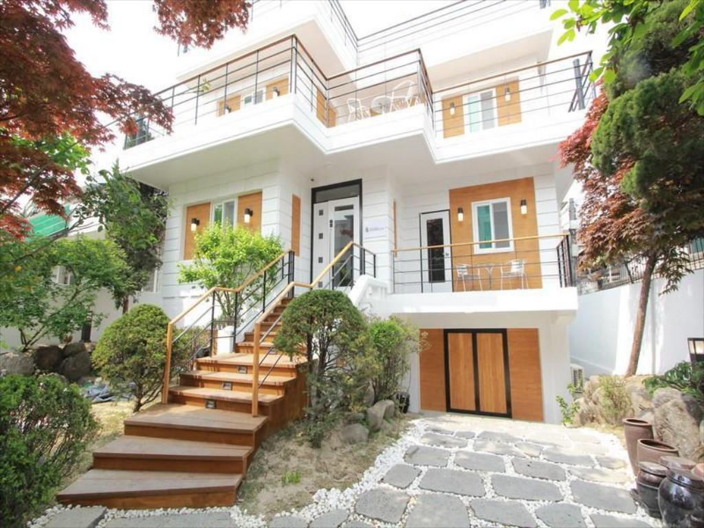 Seowon guest house gyeongbok palace in seoul room deals - Mansions in south korea ...