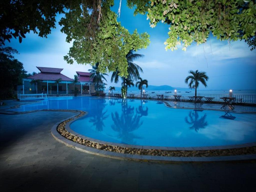 Kolam renang Royal Hotel And Healthcare Resort Quy Nhon