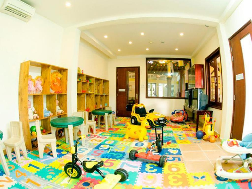 Kid's club White Sand Doc Let Beach Resort & Spa