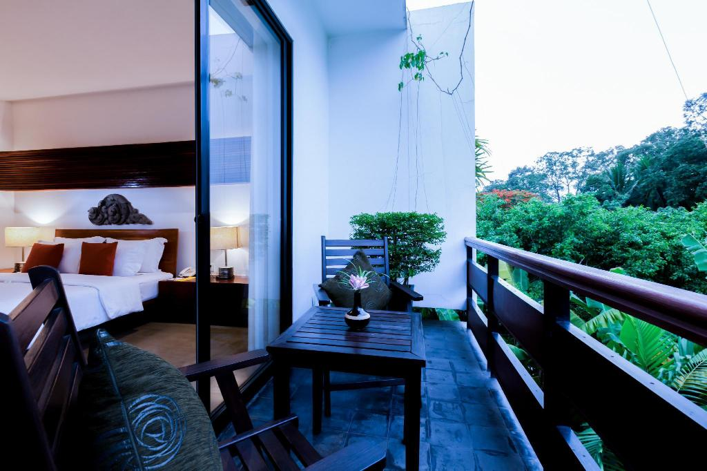 Deluxe Double Room Garden View - View Lynnaya Urban River Resort