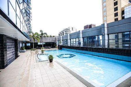 Swimming pool [outdoor] Malayan Plaza Hotel