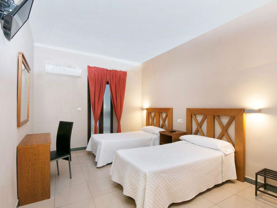 Hostal Atenas City Center Granada Room Deals Photos