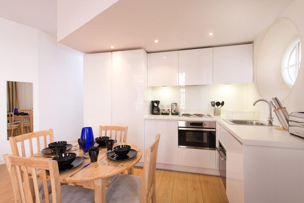 Deluxe Studio - Kitchen My Apartments Piccadilly Circus